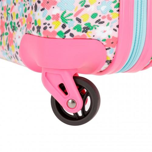 4279161 detalle de las ruedas