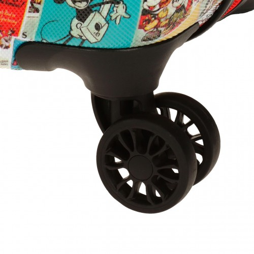 3331761 detalle de las ruedas